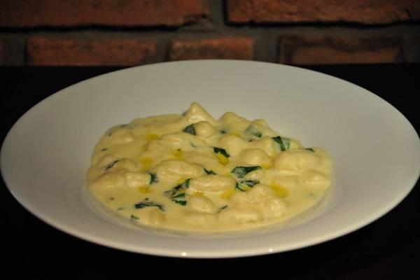 O nhoque ao molho de queijos do Piacere: energia para dias frios  (Paula Rafiza/Esp. CB/D.A Press)