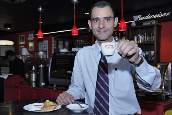 Márcio Dias, barista do Café Universal, desenvolveu blends próprios para a casa  (André Violatti/Esp. CB/D.A Press)