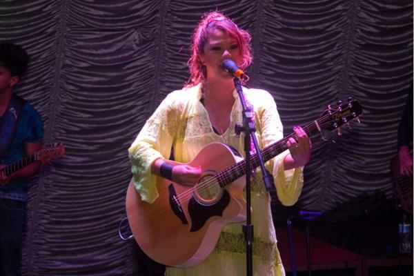 Cantora Luka durante show no Deck Lounge  (Romulo Juracy/Esp. CB/D.A Press)
