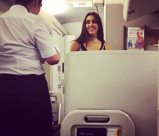 Lourdes Maria, Filha da cantora, em viagem de Nova York para Londres. Autor da foto relatou também que Rocco, outro filho de Madonna também estava no voo (Reprodução/Instagram)