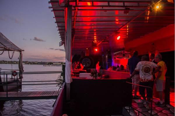 A festa marca a reinauguração da boate Deck Lounge (Romulo Juracy/Esp. CB/D.A Press)