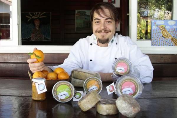Eduardo Sedelmaier e sua linha de produtos; 'faço tudo sozinho, com o maior cuidado'   (Ana Rayssa/Esp. CB/D.A Press)
