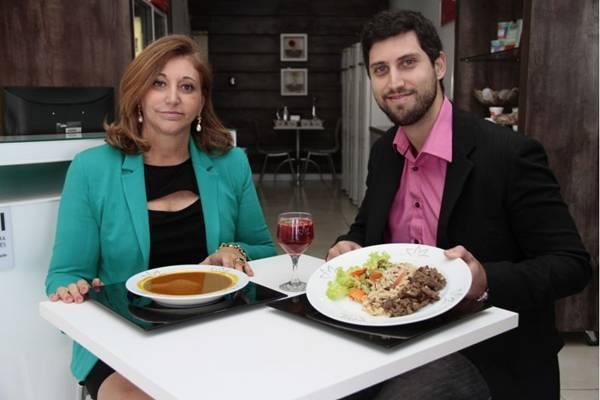 Em família: mãe e filho, Eliete e Heitor Paiva comandam franquia que entrega pratos de baixo valor calórico   ( Ana Rayssa/Esp. CB/D.A Press)
