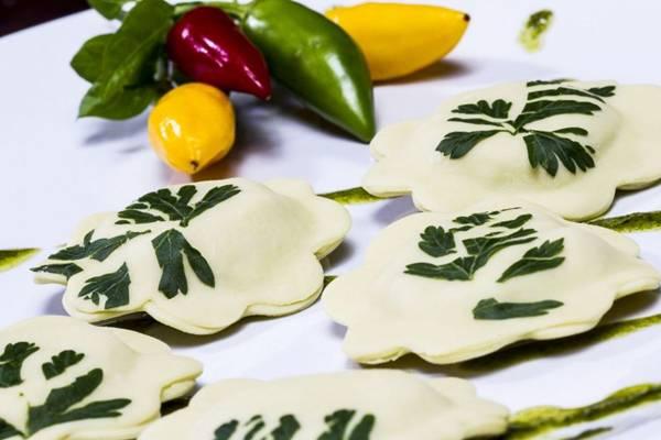 A flor de aspargos recheada com conhaque é uma das mais pedidas na Pissani  (Pissani/Divulgação)