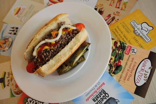 Cachorro-quente e batata recheada estão entre os itens oferecidos no Praça do Gourmet  (Bruno Peres/CB/D.A Press)