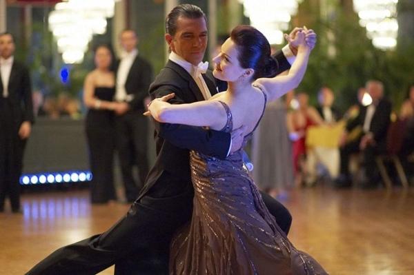 Cena do filme Vem Dançar, com o ator Antonio Banderas (PlayArte/Divulgação)