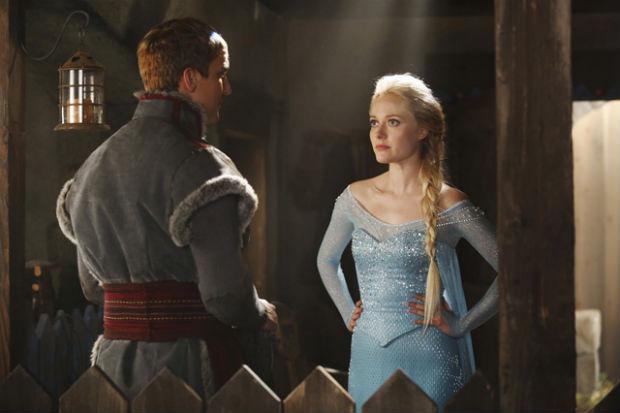 Georgina Haig como Rainha Elsa, em 'Once upon a time' (ABC/Divulgação)