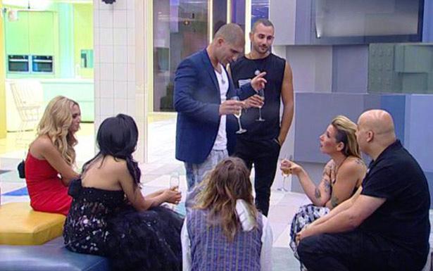 'Big brother 6' de Israel começou em maio com 19 participantes e segue até agosto (Mako/Channel 2/Reprodução)