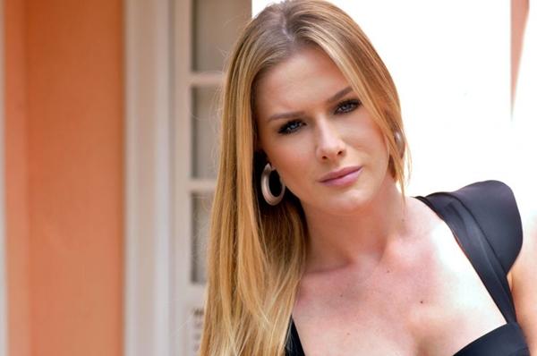 Sua personagem, Velna, continua sensual e com figurinos ousados em cena ( Luiza Dantas /Carta Z Notícias)