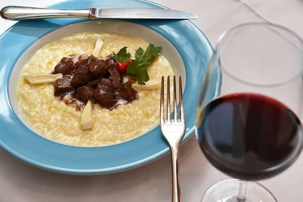 O risoto de brie com filé-mignon é a indicação do restaurante La Tambouille  (Breno Fortes/CB/D.A Press)