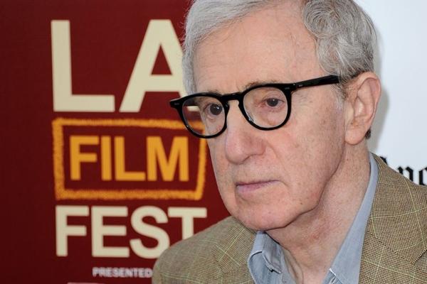 Woody Allen aparece com novos filmes, Magia ao luar, Lucy e Emma Stone (Joe Klamar/AFP Photo)