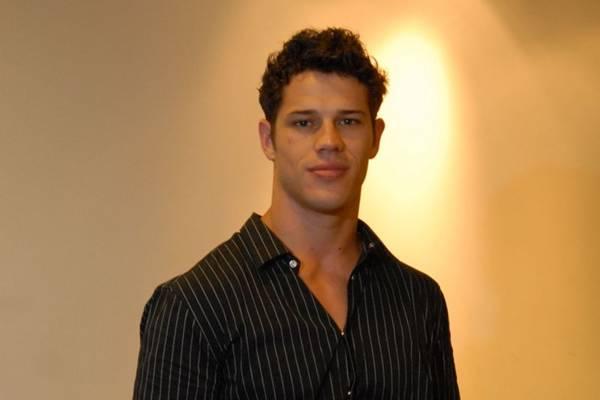 Ator interpretará primeiro vilão da carreira ao lado de Isis Valverde (Marcio Nunes/Tv Globo)