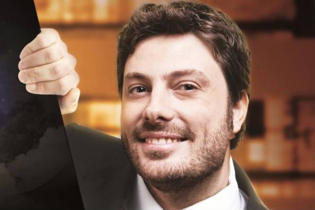 O apresentador encabeça o programa 'The Noite' e agora faz político corrupto em série de canal por assinatura (Danilo Gentili/Divulgação)