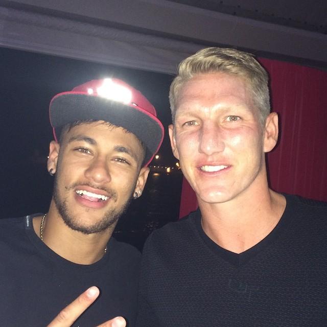 'Vilão' da Copa do Mundo, Schweinsteiger posou ao lado do atacante (Reprodução/Instagram)