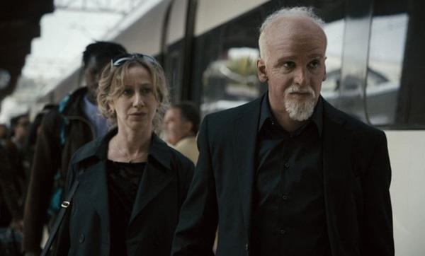 Fabiana Gugli interpreta Cris, e Júlio Andrade, Paulo Coelho: o ator teve de usar uma prótese de quase 5kg no rosto  (Sony Pictures/Divulgação)