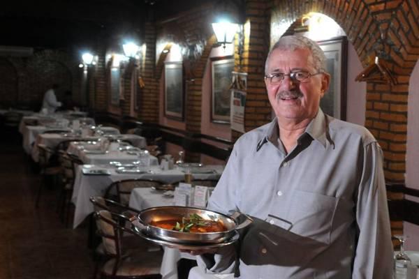Simon Pitel, o belga que, há mais de 50 anos, comanda o restaurante Roma  (Antonio Cunha/CB/D.A Press)