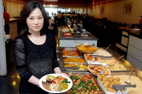 Jung Kim e a mistura do Brasil com o Oriente no bufê do restaurante Kim's (Antonio Cunha/CB/D.A Press)