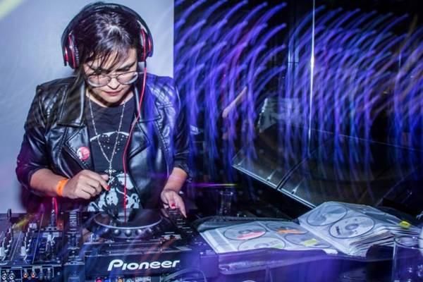 A DJ  Andie se apresentará na festa (ForTeen Entretenimento/Divulgação)