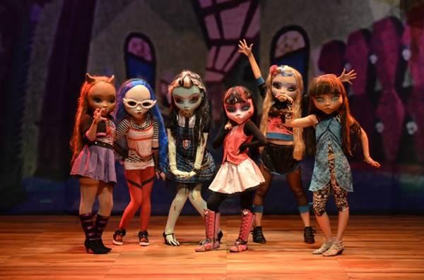 Personagens do desenho ganham vida no palco  (Emmanuel Gomes/Divulgação)