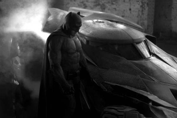 Arte conceitual do novo uniforme de Batman, divulgada pelo diretor Zack Snyder (Twitter/Reprodução)
