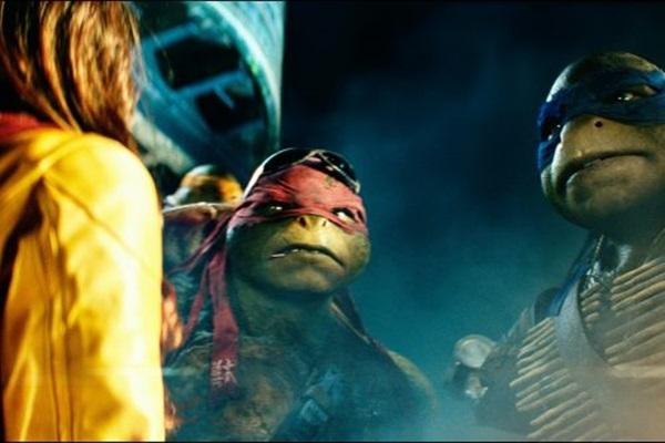 Cena do filme Tartaruga ninja, marcada pelo estilo de Michael Bay, apaixonado por catástrofes  (Paramount Pictures/Divulgação)