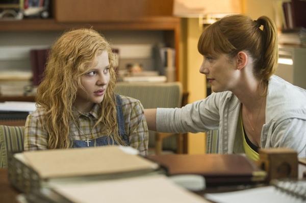 Cena de Carrie, a Estranha, interpretado por Chloe Moretz (Michael Gibson/Divulgação)