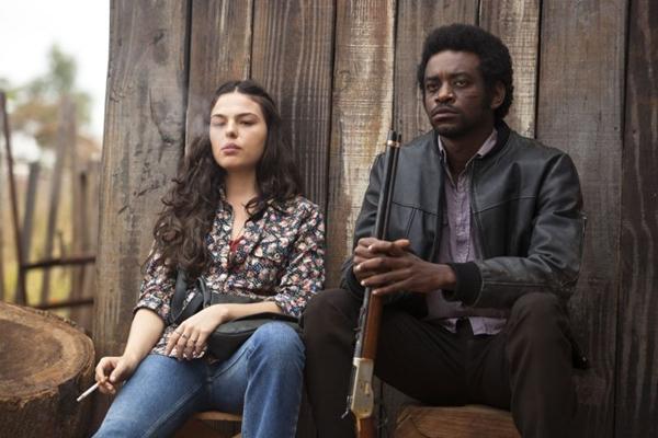 Ísis Valverde e Fabrício Boliveira em cena do filme Faroeste Caboclo (Hugo Santarem-Pixel Imagem/Divulgação)
