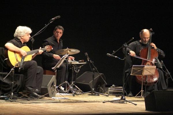 Grupo musical Cello Samba Trio, de Jaques Morelenbaum (Roberto Cifarelli/Divulgação)