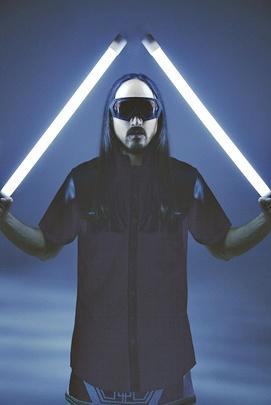 Steve Aoki é um dos maiores nomes da música eletrônica atual estará em Brasília (Brian Ziff/Divulgação)