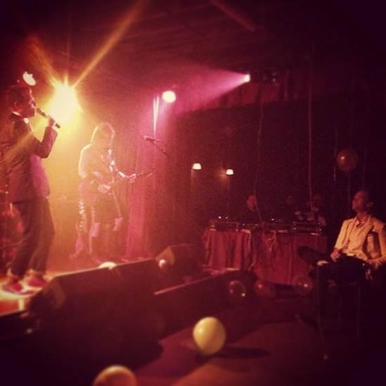 Burtka já fez uma serenata surpresa para Neil e cantou a música 'Open Arms' da banda Journey  (Reprodução/Twitter)