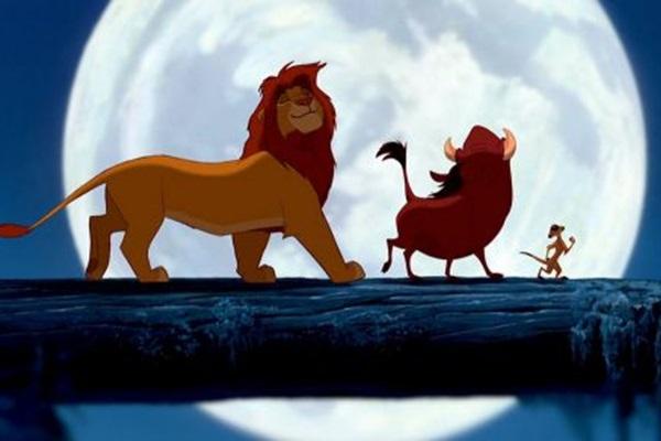Rei Leão é o primeiro filme desenhado à mão que mais arrecadou nas bilheteiras. Lançado em 1994, a animação conta com dublagem de Rowan Atkinson (Mr. Been), Whoopi Goldberg (Mudança de Hábito) e Matthew Broderick (Curtindo a Vida Adoidado) (Disney/Divulgação)
