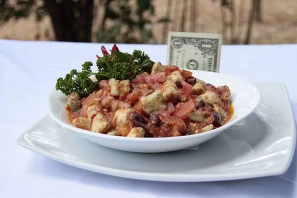 Todos os nhoques do restaurante vêm com uma nota de dólar 'para ajudar na sorte'  (Ana Rayssa/Esp. CB/D.A Press)