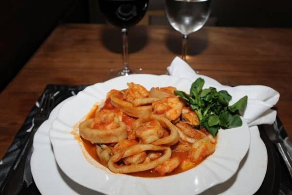 Batata ou espinafre com ricota são ingredientes da iguaria servida no Gatto Nero (Carlos Moura/CB/D.A Press)