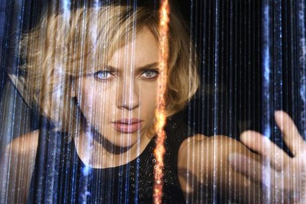 Scarlett Johansson brilha no papel de uma mulher que adquire habilidades especiais (Universal Pictures/CB/D.A Press)