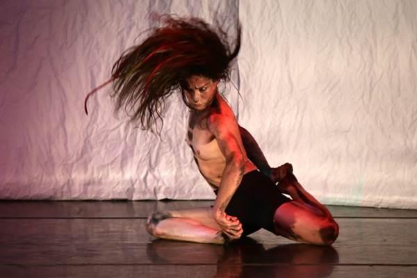Espetáculo de dança da Cia. Taanteatro discute a androgenia  (Silvia Machado/Divulgação)