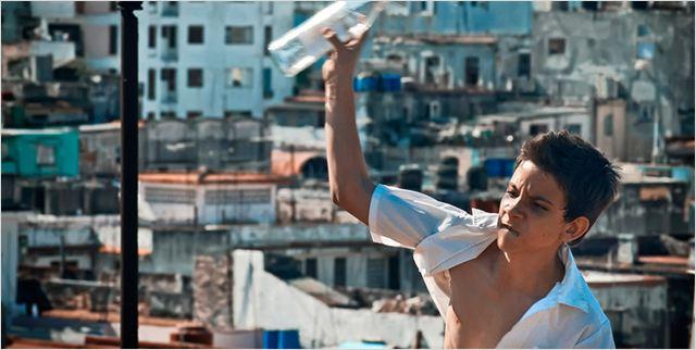 No cubano Conducta, o menino Chala se envolve com cachorros de rinha (Adoro cinema/Reprodução)