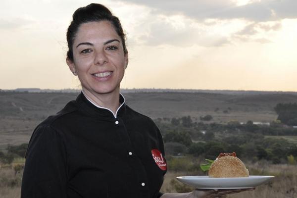 Hambúrguer de fraldinha, elaborado por Marta Ibanez, leva queijo de cabra candango (André Violatti/Esp. CB/D.A Press )