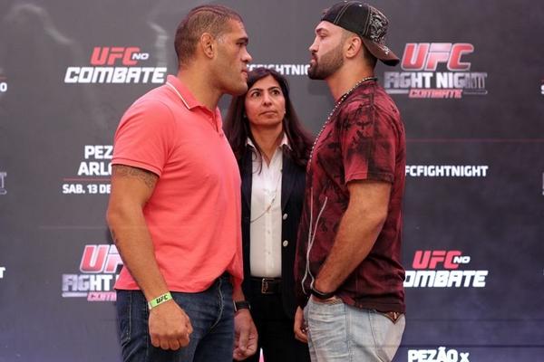 Pesagem oficial dos Lutadores Antonio Pezão e Andrei Arlovski durante media day nestaBrasília (Gaspar Nóbrega/UFC/Divulgação)