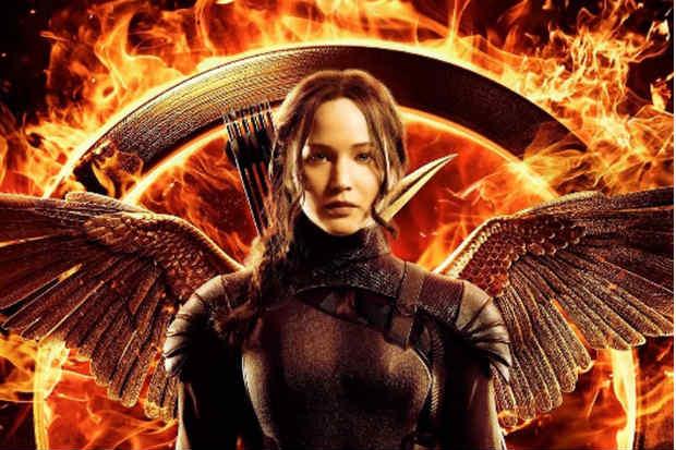 Jennifer Lawrence em primeira aparição de Katniss Everdeen para 'A esperança - Parte 1' (Lionsgate/Divulgação)