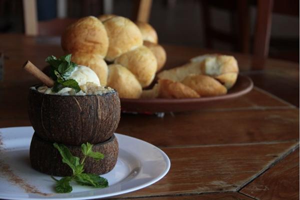 Coco zoião e pão de macaxeira, dois dos quitutes mais vendidos no Mangai (Ana Rayssa/Esp. CB/D.A Press)