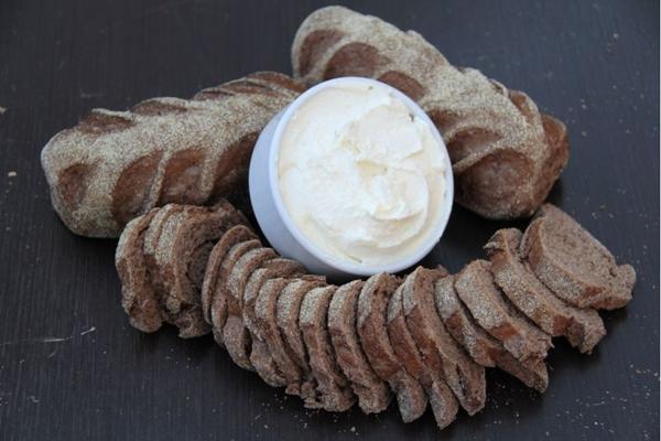 Pão australiano feito com cacau em pó e açúcar mascavo: um entre os 70 tipos diferentes da Pães e Vinhos  (Ana Rayssa/Esp. CB/D.A Press)