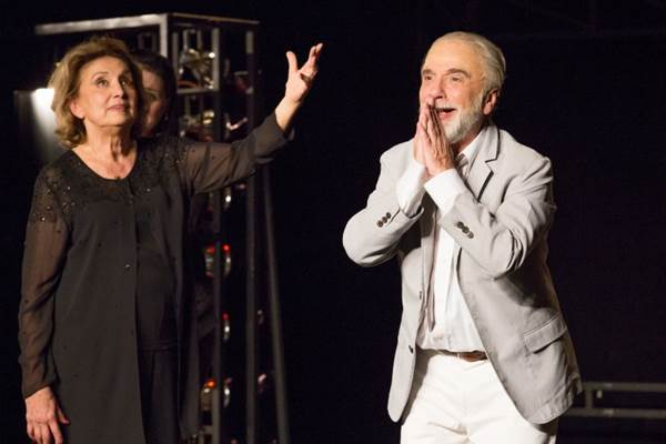 Renato Borghi e Eva Wilma lideram elenco de peça que debate a arte de se fazer teatro (João Caldas/Divulgação)