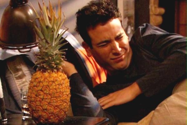 Ted Mosby e o abacaxi (Reprodução/How I met yout mother (como eu conheci sua mãe))