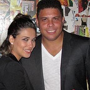 Durante o casamento com Bia Antony, o craque foi flagrado acompanhado de três travestis em um hotel do Rio de Janeiro. O casamento não resistiu as polêmicas e se separaram no final de 2012. Atualmente Ronaldo está namorando a DJ Paula Morais.