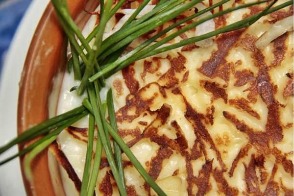 No escondidinho do Fulô do Sertão, a mandioca é cozida e triturada no liquidificador com manteiga de garrafa (Ana Rayssa/Esp. CB/D.A Press)