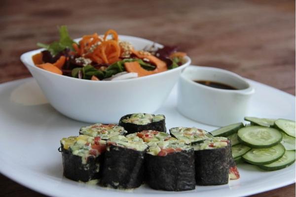 Sem peixe e sem arroz: sushi do Bhumi é composto por queijo de caju e vegetais orgânicos ( Ana Rayssa/Esp. CB/D.A Press)