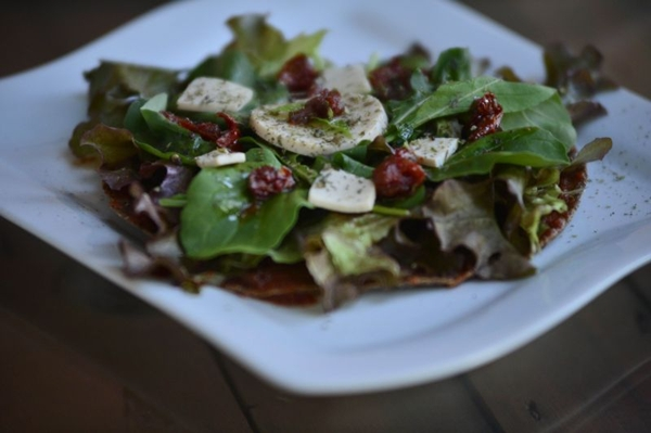 Preparada com massa de linhaça e trigo, a pizza viva pode ser encontrada no BioOn (Daniel Ferreira/CB/D.A Press)