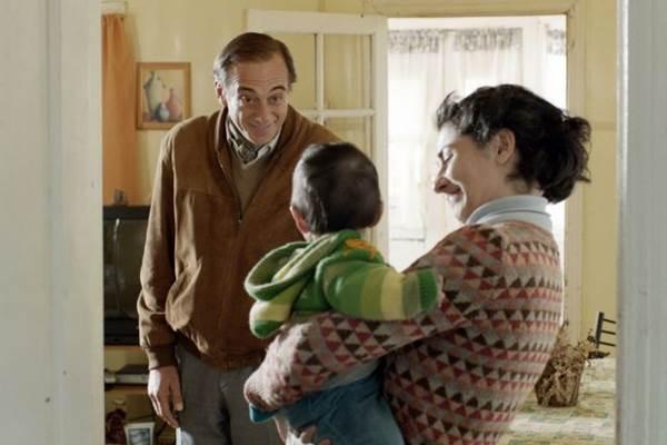 Alejandro Awada e Victoria Almeida são os únicos atores profissionais do elenco de Filha distante (Esfera Cultural/Divulgação)