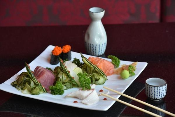 Constante abastecimento de peixes garante frescor no Kojima  (Breno Fortes/CB/D.A Press)
