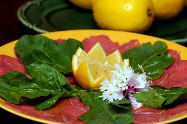 No Limoncello, o carpaccio é incrementado com raspas de limão siciliano  (Antonio Cunha/CB/D.A Press)
